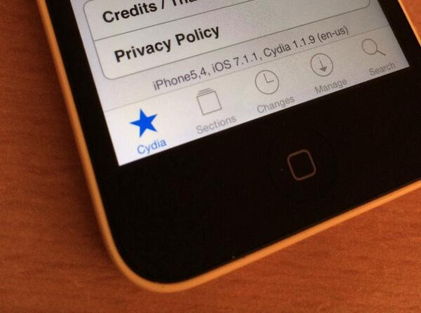 I0n1c posts print of jailbroken iPhone 5c using iOS 7.1.1