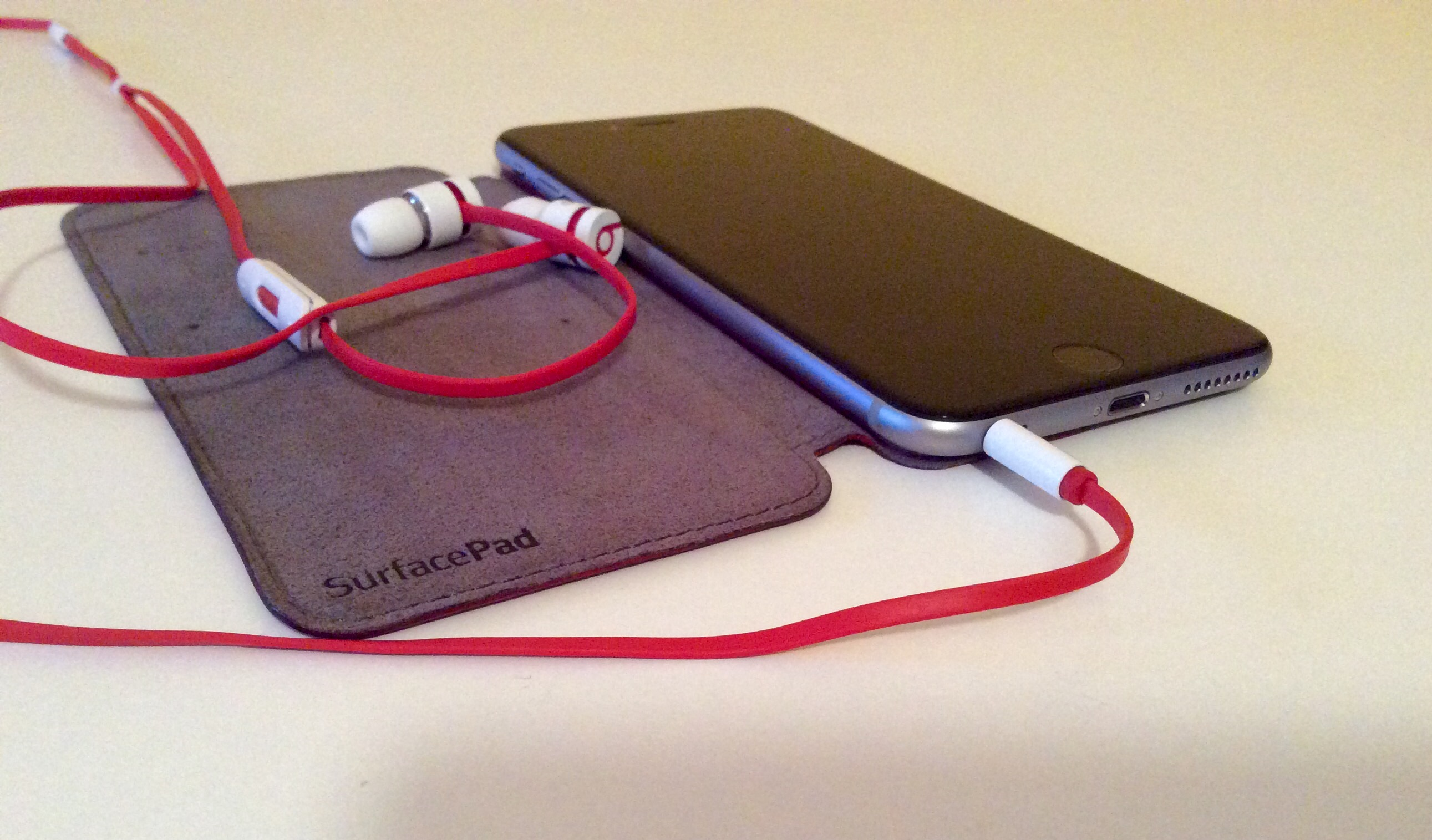 Review: Twelve South SurfacePad, a stylish jacket for your iPhone 6 and iPhone 6 Plus